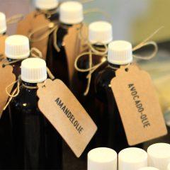 flesjes plantaardige olie voor creme en zalf