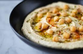 Hummus met walnoten en hazelnoten