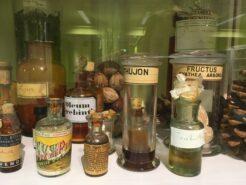 tincturen in antieke flesjes